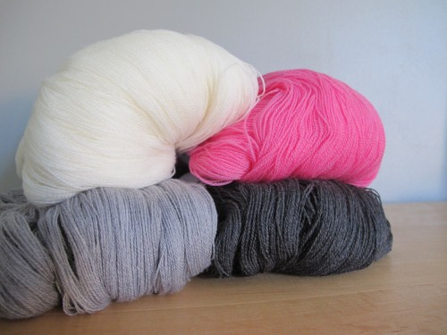 "Cobweb ultra fin - maintenant aussi en gris ardoise / Ultrafine laceweight, ""cobweb"", now also in slate grey"