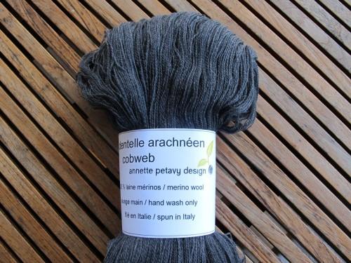 Cobweb gris ardoise, ultra doux / Cobweb in slate grey, supersoft.