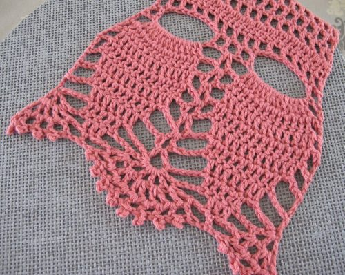 Echantillon coton bio Annette Petavy Design pour le châle Lune Rouge - Swatch with Annette Petavy Design's organic cotton for the Lune Rouge shawl.
