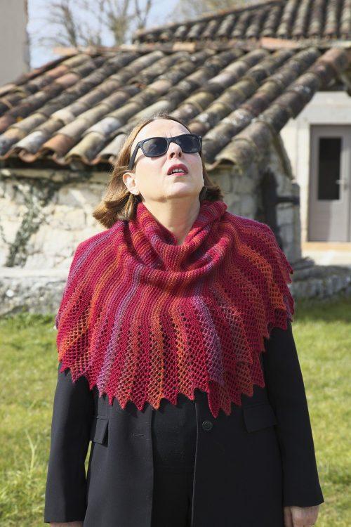 Firebird, un châle créé par EclatDuSoleil, chez Annette Petavy Design. - Firebird, a shawl designed by EclatDuSoleil, available at Annette Petavy Design.