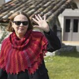 Firebird, un châle créé par EclatDuSoleil, chez Annette Petavy Design. - Firebird, a shawl designed by EclatDuSoleil, available at Annette Petavy Design.