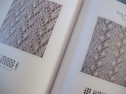 Le livre The Haapsalu Shawl, en vente chez Annette Petavy Design