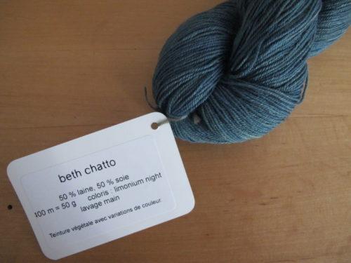 Beth Chatto, fil en laine et soie, coloris limonium night - Annette Petavy Design